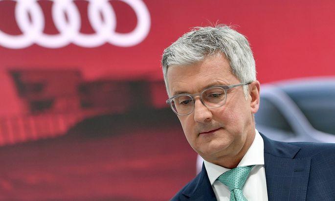 Rupert STADLER Vorstandsvorsitzender skeptisch ernst Einzelbild angeschnittenes Einzelmotiv Por