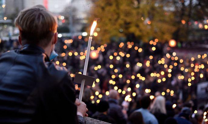 Nach dem Terroranschlag vom 2. November in der Wiener Innenstadt drückten unzählige Menschen ihre Anteilnahme aus.