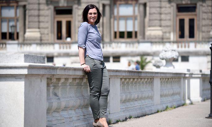 """""""Wäre wünschenswert"""", wenn Neos der FPÖ Stimmen bei der Nationalratswahl wegnehmen würden, sagt ÖVP-Generalsekretärin Elisabeth Köstinger."""