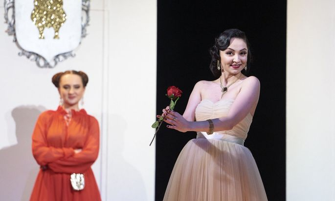 Entdeckung des Abends: die russische Koloratursopranistin Ilona Revolskaya als Cunegonde.