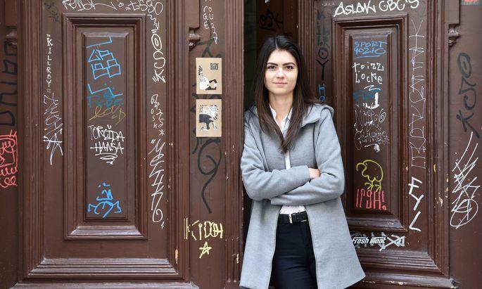 """""""Aussagen, die nichts aussagen"""": Nachwuchs-Slammerin Sarah Anna Fernbach."""