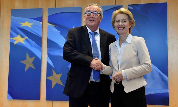 Der jetzige und die künfitge EU-Kommissionspräsident(in): Jean-Claude Juncker mit Ursula von der Leyen.