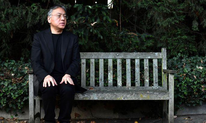 Hat eine dystopische Parabel über unsere leistungshörige Gesellschaft geschrieben: Kazuo Ishiguro.