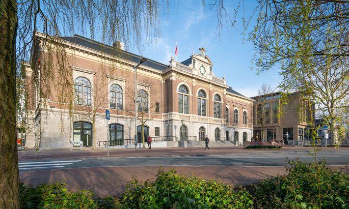 Der Campus Fryslˆan in Leeuwarden erhielt im September 2018 nach dreijähriger Aufbauphase den Status einer vollwertigen Fakultät der seit 1614 bestehenden Reichsuniversität Groningen. Künftig soll er um die 1000 Studierende aufnehmen.