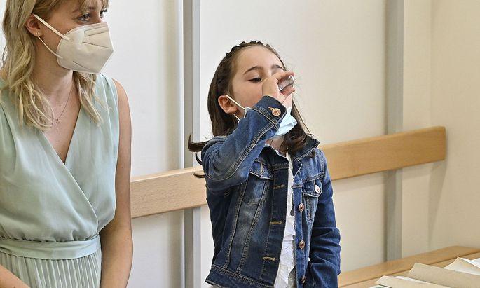 """Ungeimpfte Schüler müssen wahrscheinlich auch nach der """"Sicherheitsphase"""" testen."""