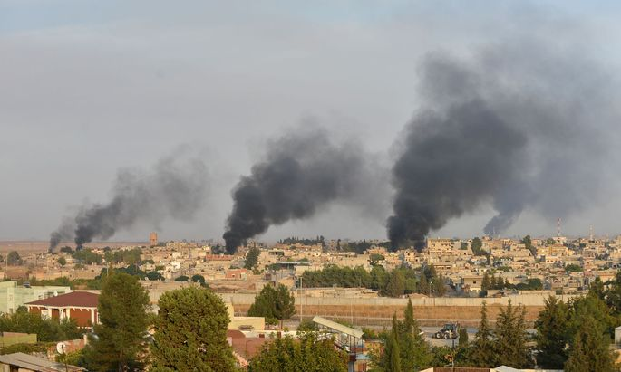 Rauchsäulen über der nordsyrischen Stadt Ras al-Ain