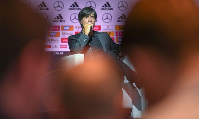 Bundestrainer Joachim Löw gab am Dienstag nicht nur den deutschen WM-Kader bekannt, er stellte sich auch schützend vor Mesut Özil und Ilkay Gündogan. vorlŠufiger WM-Kader