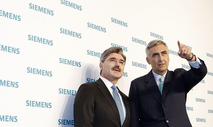 Siemens CEO Loescher and CFO Kaeser arrive for annual news conference in Munich