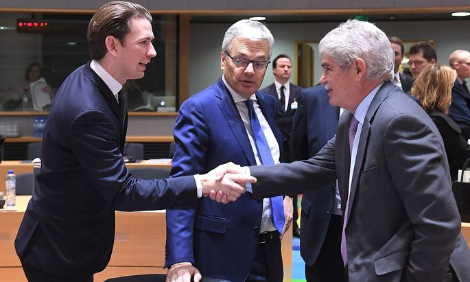 Es könnte Sebastian Kurz' letzter Auftritt als Außenminister auf EU-Ebene gewesen sein - im Bild mit seinen Amtskollegen Didier Reynders aus Belgien und Alfonso Dastis aus Spanien.