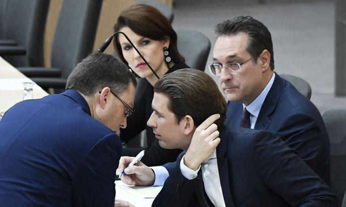 ÖVP-Klubobmann August Wöginger, Staatsekretärin Karoline Edtstadler (ÖVP), Bundeskanzler Sebastian Kurz (ÖVP) und Vizekanzler Heinz Christian Strache (FPÖ)