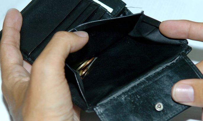 Ein Plus am Konto bringt kaum Zinsen, ein Minus aber kann richtig teuer sein. Man zahlt immer mehr extra.