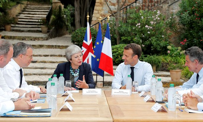 May und Macron in Toulon.