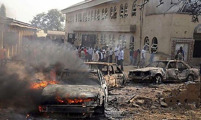 Mindestens 40 menschen wurden bei Anschlägen auf Kirchen in Nigeria getötet