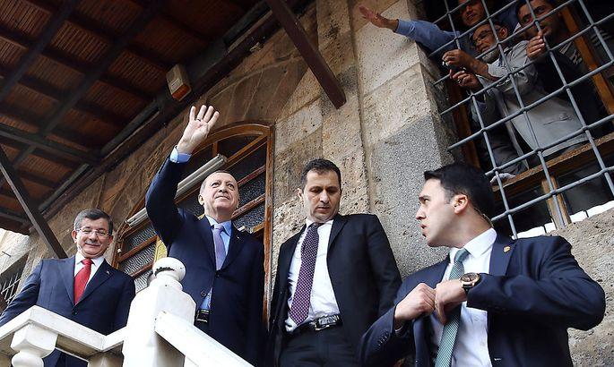Erdogan (2.v.l.) am Freitag in Konya