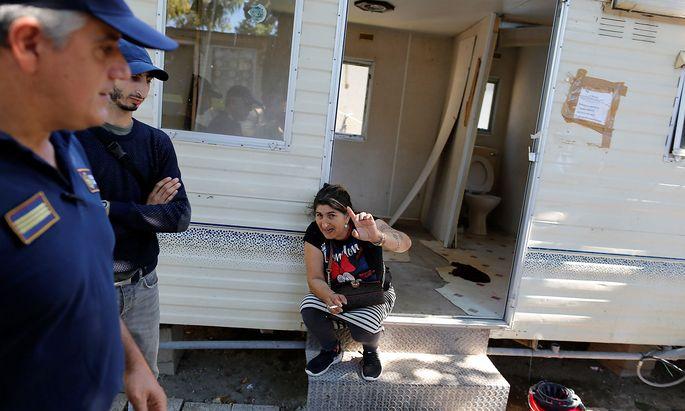 Die italienische Regierung geht gegen ihrer Meinung nach illegale Siedlungen von Roma vor.