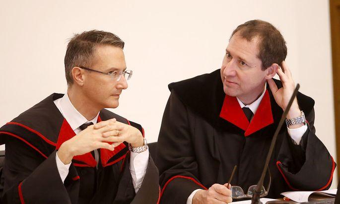 Die Staatsanwälte Thomas Liensberger (l.) und Eberhard Pieber vor Verhandlungsbeginn