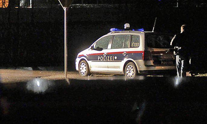 SCHUSSWECHSEL IN HIRTENBERG: ZWEI POLIZISTEN VERLETZT