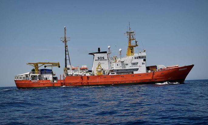 """Sea-Watch ist neben Ärzte ohne Grenzen und SOS Mediterranee einer der Betreiber der """"Aquarius""""."""