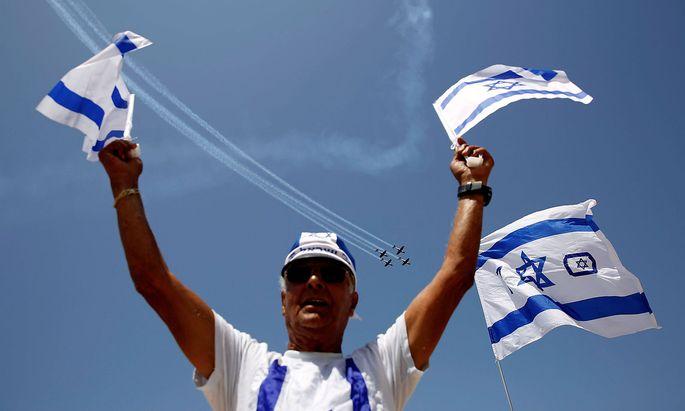 Israel feiert 70 Stunden lang - unter anderem mit einer Flushow (im Bild Tel Aviv). Auch in Österreich gab es eine Feier, bei der der österreichische Bundespräsident Alexander Van der Bellen sprach.