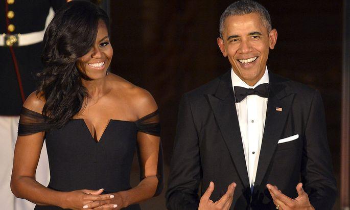Michelle und Barack Obama verdienen nach ihrer Präsidentschaft hohe Summen.