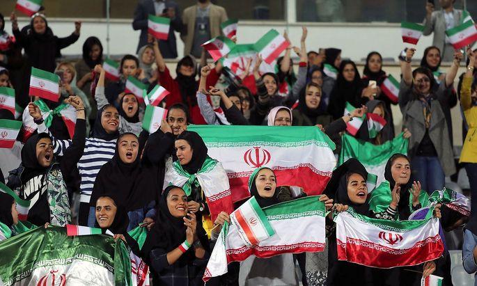 Archivbild Frauen im Stadion