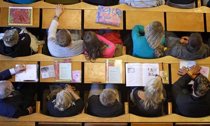 Mehr als ein Drittel der Studierenden hatte im ersten Lockdown mit psychischen Belastungen zu kämpfen.