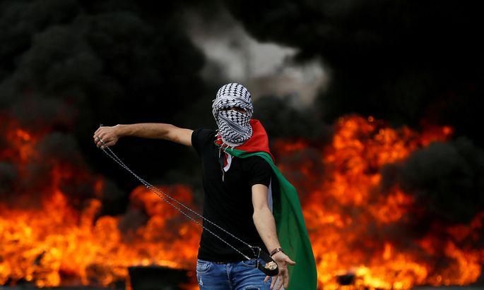 Die Proteste in Gaza flauten am Dienstag zunächst ab. Die Palästinenser begruben ihre Toten vom Vortag.