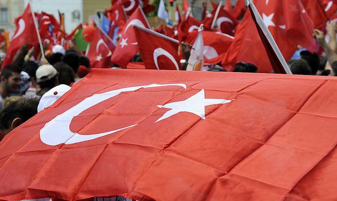 SOLIDARITAeTSKUNDGEBUNG FUeR TUeRKOSCHEN MINISTERPRAeSIDENTEN ERDOGAN
