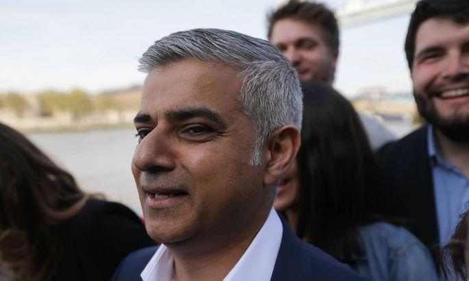 06 05 2016 London United Kingdom Sadiq Khan arrives at City Hall Labour mayoral candidate Sadi