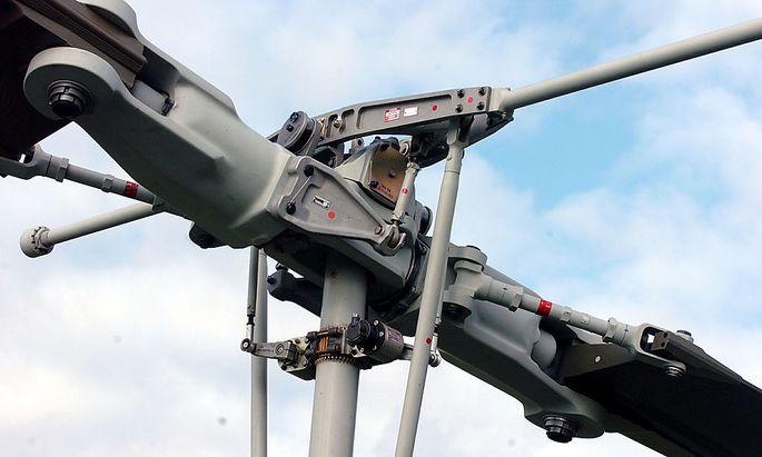 Symbolbild Rotorblätter - In Tirol verlor ein Hubschrauber 1,1 Tonnen Außenlast während des Fluges.