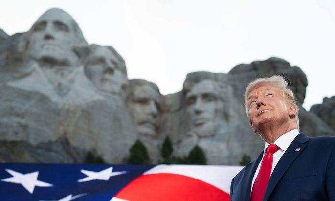 Trump inszeniert sich am Mount Rushmore