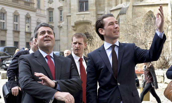 Sebastian Kurz nahm Sigmar Gabriel, den neuen deutschen Außenminister, schon auf dem Minoritenplatz in Empfang und agierte ein wenig als Fremdenführer. Die Neuvermessung der Welt nach dem Brexit-Votum und der Wahl Trumps und die Auswirkungen auf Europa standen im Zentrum des Gesprächs.