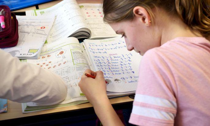 Auch Mathematik soll heuer angeboten werden - in Volksschulen auch Sachunterricht.