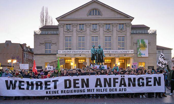 In Deutschland gab es heftige Proteste gegen die Wahl Kemmerichs mit Unterstützung der FPD.
