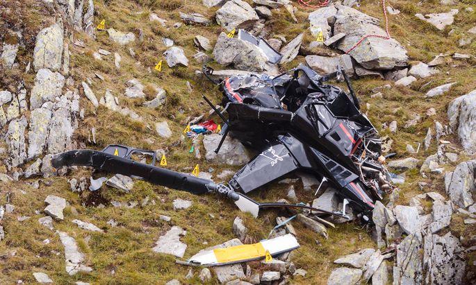 Das Wrack des Hubschraubers von Hannes Arch an der Absturzstelle.