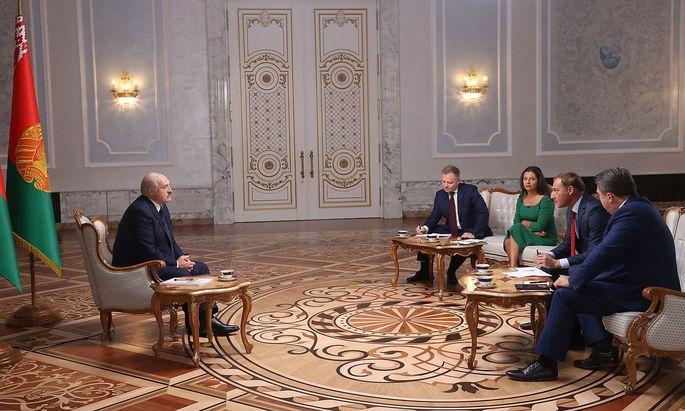 Russische Medievertreter interviewten den belarussischen Präsidenten Alexander Lukaschenko in Minsk.