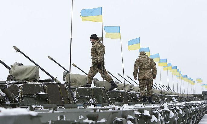 Die Ukraine ruft zu den Waffen.