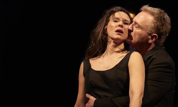 Wehe, wenn sie loslassen! Maria Köstlinger als Cäcilie, Bernhard Schir als ihr Gatte Amadeus.