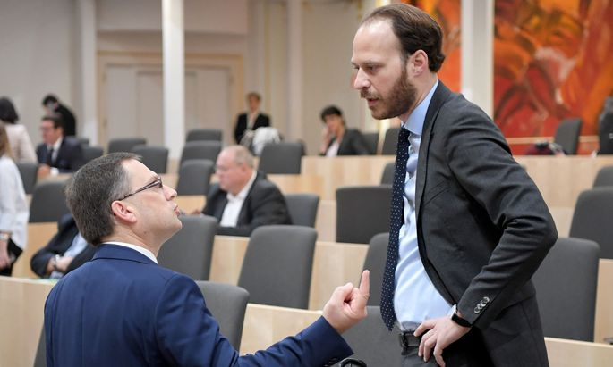 ÖVP-Klubchef August Wöginger (l.) und Neos-Klubobmann Nikolaus Scherak