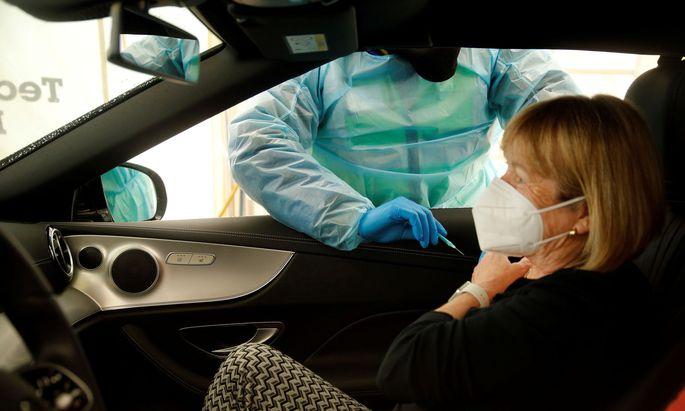 Drive-in-Impfung mit AstraZeneca in Schwelm, Deutschland
