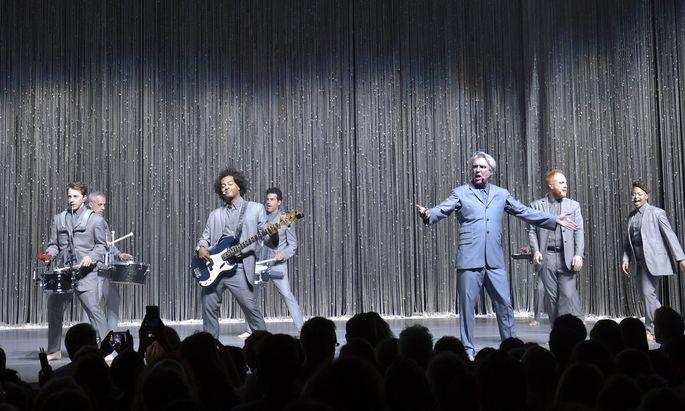 Er war der Kopf der großen Talking Heads: David Byrne (Dritter von re.).