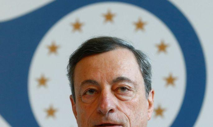 Wird EZB-Chef Mario Draghi die Geldflut eindämmen?