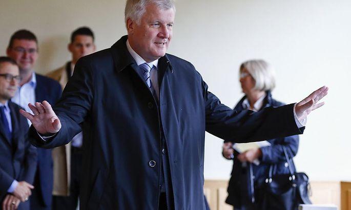 Er hat Sonntagfrüh bereits seine Stimme abgegeben. CSU-Chef Horst Seehofer wird wohl Bayerns Ministerpräsident bleiben.