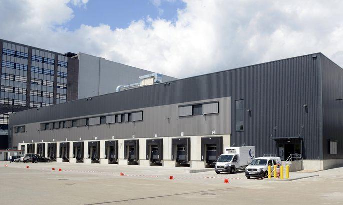 28 06 2016 Berlin Reinickendorf Amazon er�ffnet zweites deutsches Verteilzentrum in Berlin