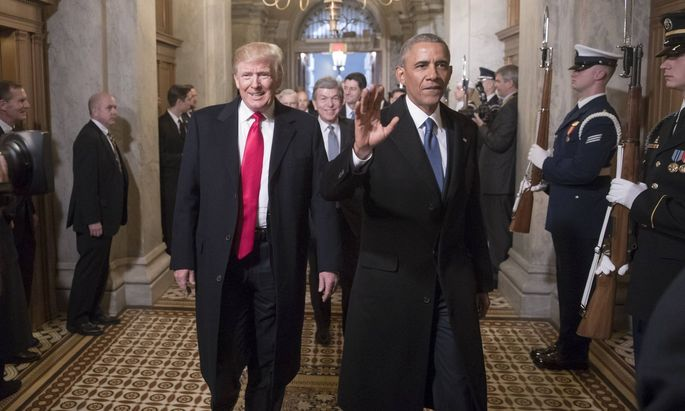 US-Präsident Barack Obama (r.) mit Donald Trump vor dessen Inauguration am 20. Jänner 2017 in Washington, D. C.