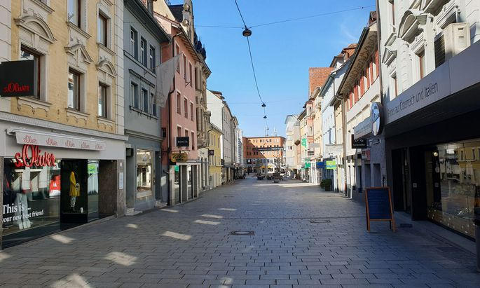 Symbolbild: Leere Geschäftsstrasse in Bregenz
