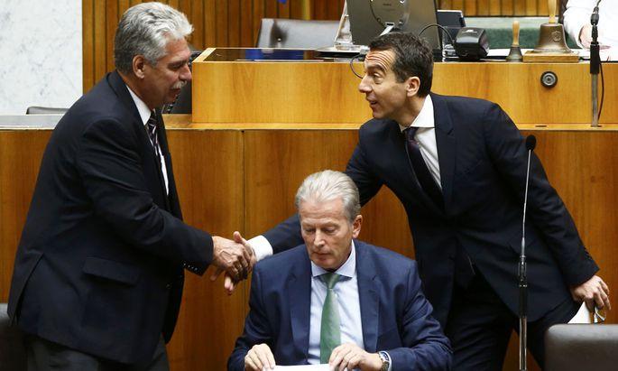 Suchen Lösung für kalte Progression: Finanzminister Schelling, Vizekanzler Mitterlehner, Bundeskanzler Kern (v. l.)..ment in Vienna