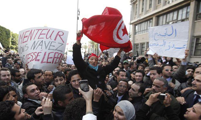 Massenproteste Tunesiens Regime Aufloesung