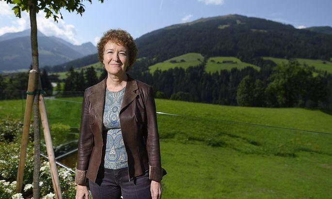 Claudia Fenz war u.a. Richteirn im Kosovo und in den Palästinensergebieten und arbeitet seit 2008 am Khmer Rouge Tribunal.