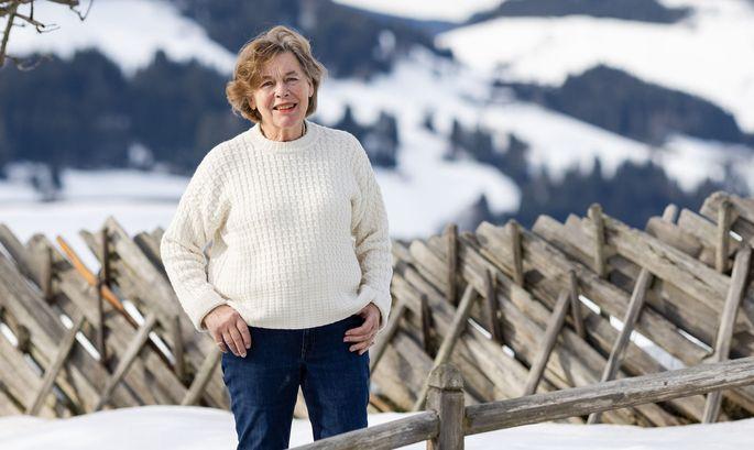 Hanna Molden am 5. Februar vor ihrem Haus im verschneiten Alpbach in Tirol.